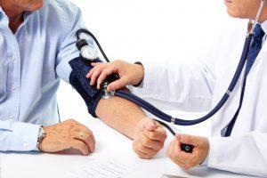 Blutdruck messen arzt