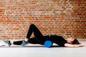 Faszienrolle Rückenübung Lockerung